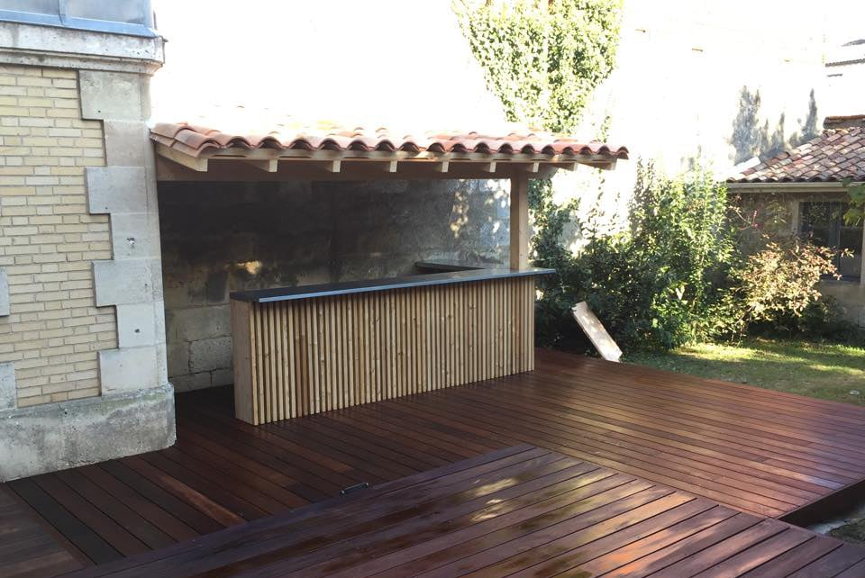 Réalisation d'une terrasse en I.P.E avec son bar d'extérieur en bois